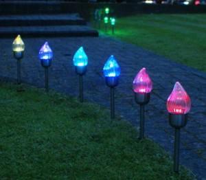 Уличные светильники разноцветные, на солнечных батареях