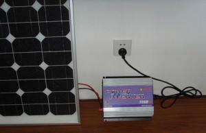 Инвертор, подключенный к солнечной батарее