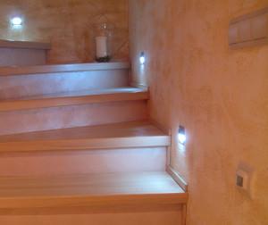 лестница с датчиками движения