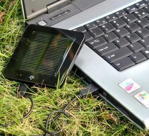 Аккумулятор для солнечной батареи пристроенный к ноутбуку
