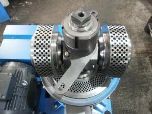 Изображение - Производство пеллет press-granulator-s-ploskoi-matricei-300x225