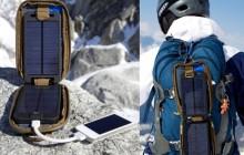 Солнечные батареи на туристе