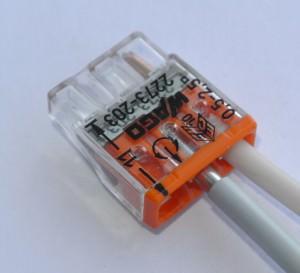 соединение проводов в клеммной коробке WAGO
